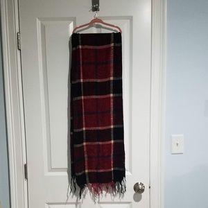 Classy and super soft checks scarf.